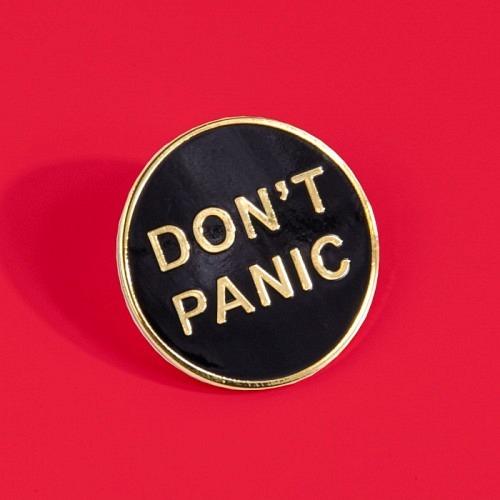 Pin «DON'T PANIC»